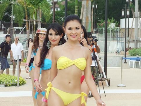 pattaya fashion week spotlights swimsuit supermodels convict