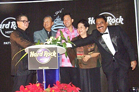 (L to R) Jorge Carlos Smith, Gen. Kanit Permsub, Mayor Itthiphol Kunplome, Khunying Busyarat Permsub, and Pratheep Malhotra jointly light-up the Hard Rock Christmas tree.