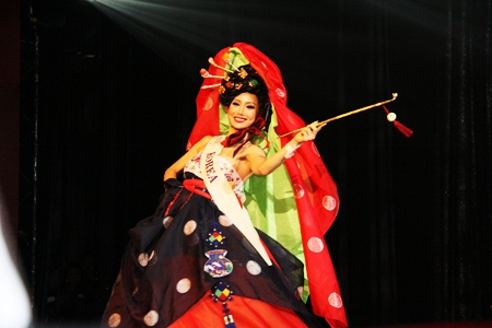 South Korean Minnie Han was also named winner of the Best National Dress award.