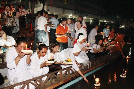 Waterways in Sattahip are filled with people celebrating Loy Krathong.