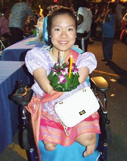 Tanaree (Nong Nui) Fungpinyopab prepares to float her krathong at the Redemptorist Center.
