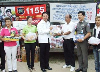 The Y.W.C.A. Bangkok-Pattaya Center and Pattaya Tourist Police donate 1,200 second-hand school uniforms and other necessities to help flood victims in Issan.