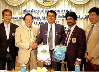 (L to R) Banjong Banthoonprayook, Assistant Governor District 310 C, President of the Lions Club of Singapore East Ricardo Soh, Lions Club of Pattaya President Pol. Lt. Somchai Tongsook, Lions Club of Pattaya 1st Vice President Montri Sachdev, and Capt. Sylvester Heng, Past District Governor of District 308-A1 exchange club flags.