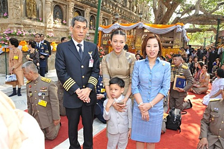 His Royal Highness Crown Prince Maha Vajiralongkorn, Her Royal Highness Princess Srirasm, Her Royal Highness Princess Bajarakitiyabha, and His Royal Highness Prince Dipangkorn Rasmijoti attend Buddhist ceremonies in Bodhgaya, India.