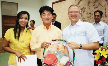 Andre Brulhart (right), general manager of the Centara Grand Mirage Beach Resort Pattaya and Sukanya Wongdornma (left), financial controller paid a visit to Chonburi Governor Wichit Chatpaisit to wish him a happy and prosperous new year.