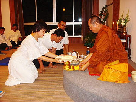 Harald Feurstein (right), general manager of Hilton Pattaya, along with Dhaninrat Klinhom, marketing communications manager and Wannalekha Wangsupa, executive secretary, bring New Year wishes to Niti Kongkrut (left), director of the Tourism Authority of Thailand (TAT) Pattaya Office, as a token of gratitude for their valuable support to the hotel during the year.