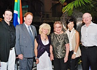 (L to R) Michael Ganster, general manager of dusitD2 baraquda pattaya; Allan Riddel, director of South African/Thai Chamber of Commerce; Reni Hildenbrand, owner & producer of Hildenbrand Wines; Dorothy Phenjati; Krisadee Bodhidatta; and HE Douglas Gibson, the South African Ambassador.