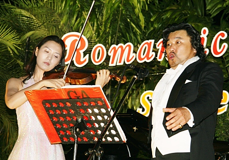 Concert Violinist Grace Yang accompanied Kim Jun Man throughout the evening.