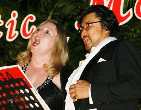 Michelle Collier and Kim Jun Man perform a duet.