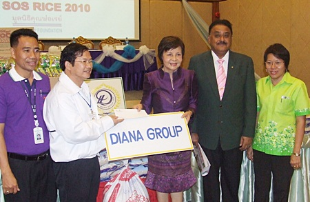 Diana Group Managing Director Sopin Thappajug (3rd right) presents rice and other items to Father Dr. Michael Pichan Jaiseri (2nd left) president of the SOS Rice Appeal project of the Father Ray Foundation.