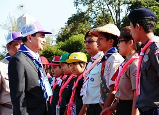Prime Minister Abhisit Vejjajiva chats with some of the Scouts at the first World Catholic Scout Camp.