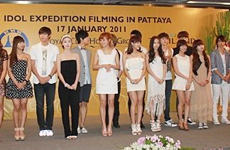 """Approximately 20 well-known Korean pop stars joined to shoot the """"Idol Expedition"""" New Year show."""
