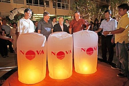 Lon Ballard, Rony Fineman, Dr. Hari Harilela and Michael Procher getting ready to release lanterns for good luck.