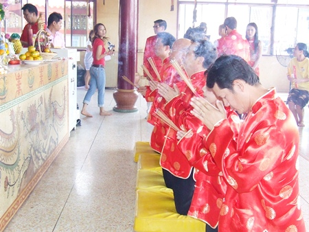 Pattaya Administrators pray to the Gods at the Sawang Boriboon Foundation in Naklua.