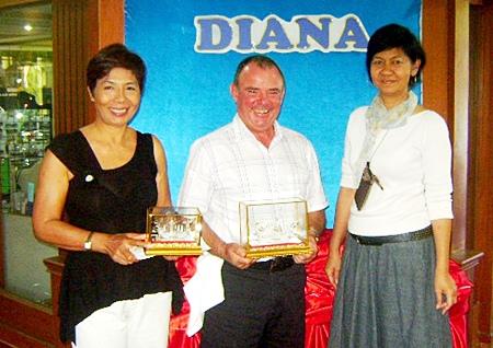 January winners Chant (Moon) Schwulera, left, and Tom Bryne, center, with Pattaya Country Club 'boss' Jenny.