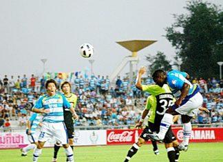 Ludovick Takam scores to put Pattaya United 1-0 up against Bangkok Glass at the Physical Education Football Stadium in Chonburi, Saturday, Feb. 12. (Photo/Ariyawat Nuamsawat)
