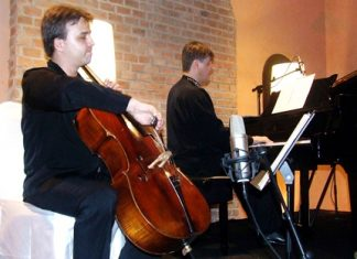 Russian cellist Artem Konstantinov, left, gives a virtuoso performance at Silverlake Vineyard on Wednesday, March 9