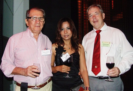 George Strampp (Automotive Manufacturing Solutions), the veteran of networking events looks after Thanyamai Totharong (Arise Asia) and Michael North (North Engineers & Design Associates).