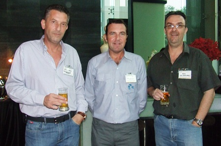 Cees Cuijpers (Town & Country Property), Paul Wilkinson (CEA, AustCham Eastern Seaboard Coordinator), and Nick Chomonter (AGS Four Winds) enjoy the first of many cocktails.