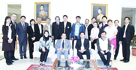 Thailand's Ambassador to Israel (seated, 2nd left) hosts a dinner for the team from Pattaya, Chonburi, TAT and businesses from Thailand.