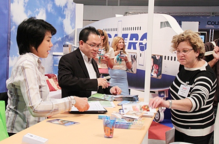 Tourists and agents visited the Pattaya businesses booth in Israel.