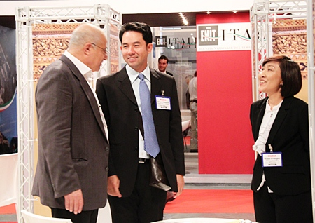 Mayor Itthiphol Kunplome visits different Thai booths to share ideas about attracting Turkish tourists to Thailand.