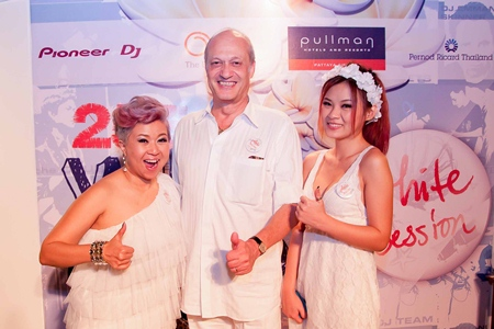 The '2554 White Cheers' beach party brought a huge cheery feeling to the revelers of the Beach Club at the Pullman Pattaya Aisawan Hotel on Saturday, April 2. The theme was all about summer and the lively and wet Songkran Festival or Thai New Year.  Celebrities included Salinee Panyarachun from Get Divas 102.5 FM, Philippe Delaloye (GM Pullman Pattaya Aisawan) and Sukanda Kittikunadul (Fashion Model for Maxim magazine).