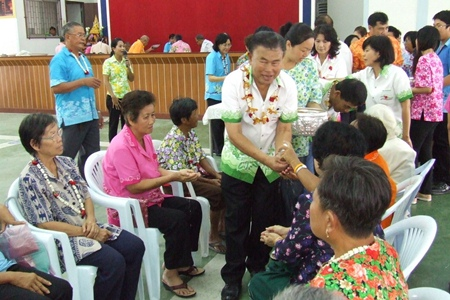 Bang Sai honored its oldest citizens with the Rod Nam Dam Hua ceremony.