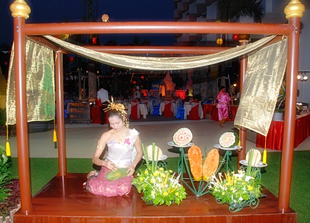 Fruit carving and garland making demonstrations at the Royal Cliff's Songkran Festive Dinner.