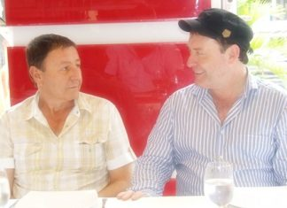 Jimmy shares a joke with Nova Group CEO Rony Fineman, one of the sponsors of the snooker legend's visit to Pattaya.