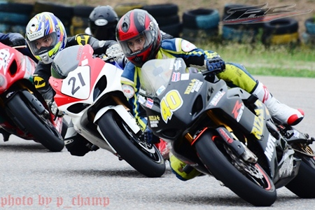 Ben Fortt, right, takes a corner on his Suzuki GSX-R1000 superbike at the Thailand Circuit, Sunday, March 27. (Photo/Champ Yusuwat)