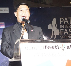 Deputy Minister of Commerce Alongkorn Pollabutr gives the opening speech at the fashion show.