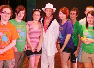 Visiting students from the UK meet one of the dancers.