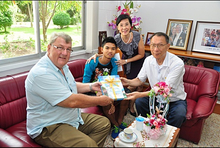 During his meeting with Fr. Michael Phangrak, Toy, and Micky, Richard Paul Haughton (left), president of the Rotary Club of Jomtien-Pattaya hands over the Rotary Club of Jomtien-Pattaya's contribution of 6,000 baht for Mick's and Anne's personal preparation and another 3,000 baht from his personal contribution for the required medical checkup for Micky prior to the trip.