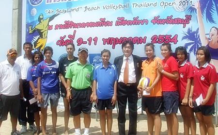 Pattaya Deputy Mayor Ronakit Ekasingh, 5th right, presents prizes to the winning volleyball teams, Wednesday, May 11.