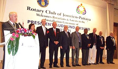 President Gudmund introduces the board of directors of the Rotary Club of Jomtien-Pattaya. (l-r) Dzenana Popin, PE Dieter Reigber, Reidar Andersen, PP Helmut Buchberger, Bill Gustafsson, PDG Pratheep Malhotra, Philip Wall Morris, PAG Dennis Stark and AG Brendan Kelly.