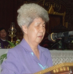 Redemptorist School for the Blind principal, Aurora Sribuaphan, says a few heartfelt words about the former president of the Father Ray Foundation.