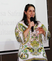 Lisa Safran from Improve Consultants, a San Francisco based company, demonstrates to Pattaya City Expats members and guests how improvisation can be used to promote communication, active listening, creativity, and building trust.