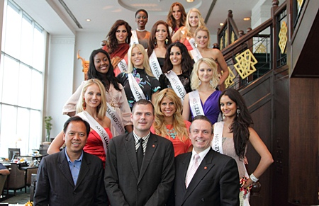 Prakit Saiporn (left), from the Tourism Authority of Thailand (TAT) office in France led a bevy of gorgeous Dutch finalists in the Miss Netherlands 2011 Beauty Pageant on a visit to Thailand, where they were guests at the Amari Watergate Bangkok. Sparing no opportunity to be amongst beauty queens, GM Pierre Andre Pelletier (right) and RM Ingo Domaschke (centre) were on hand to greet them.