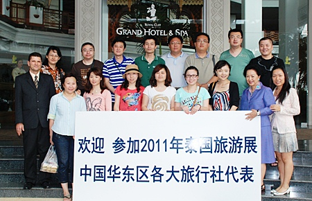 The Royal Cliff Hotels Group welcomed 12 top Chinese tourism and media agents for a site inspection of the property recently. The group was warmly greeted on arrival by Royal Cliff Hotels Group's managing director, Panga Vathanakul (2nd right), general manager, Joachim Grill (left), and sales manager (China), Linlin Gou (right). The Royal Cliff Hotels Group is also home to Pattaya's largest and best MICE venue, the Pattaya Exhibition And Convention Centre (PEACH).
