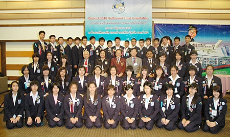 The Rotary Youth Exchange Committee and the outbound students pose for a commemorative photograph.