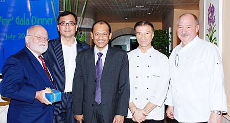 (L to R) Michael Moore, Ekachai Mahaguna (managing director of Canpac Beverages Ltd.), Ranjith Chandrasiri (president of deVine Wine Club and deputy general manager of Royal Cliff Hotels Group), Emilio Bertoli (head chef of Rossini), and Walter Thenisch (executive chef of the Royal Cliff Hotels Group).