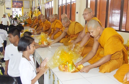 Students from Pattaya School #5 present necessities to monks at Wat Nong Or.