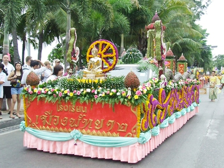 Pattaya School #2 won first prize in the vehicle beauty category during the annual candle parade down Beach Road.