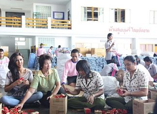 Miss Thailand Universe Chansorn Sakornchan (left) helps pack supplies for the Princess Pa Foundation to send to flood victims throughout the country.
