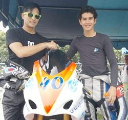 Ben Fortt (right) is congratulated by Thai movie star Pete Thongjure at the Bira race circuit in Pattaya, Sunday, July 17.