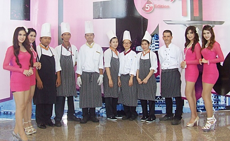Chefs from Royal Cliff Beach Resort Pattaya pose for a photo at the Pattaya Food & Hoteliers Expo '2011.