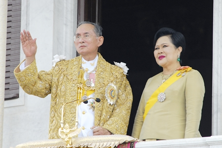 Her Majesty Queen Sirikit stands by His Majesty King Bhumibol Adulyadej the Great as he waves to the crowd during celebrations of the 60th anniversary of His Majesty becoming Thailand's King June 6, 2006. (AP Photo /Thailand Public Relations Department, HO)