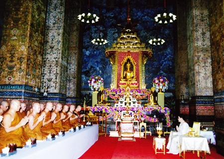 (23 October 2010) Her Majesty the Queen attending a sermon on the occasion of Buddhist holy day, at Wat Makut, Pra Nakorn District, Bangkok.