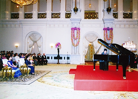 (22 December 2010) Her Majesty the Queen presiding over a Piano Recital performed by Miss Supitra Riensuvarn at the Boromrajesathitmaholarn Hall in the Chakri Throne Hall, Grand Palace.